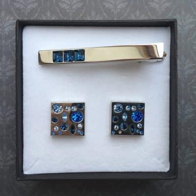Modrý set manžetové gombíky kravatová spona