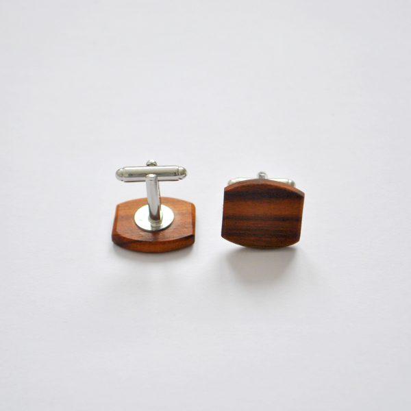 drevene manžetové gombíky slivka-min